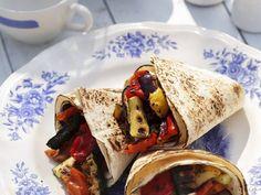 Gemüse-Wraps mit Zucchini, Aubergine, Paprike und Tomate #Rezept