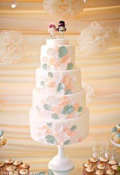 Pretty #Petals #Wedding #Cake
