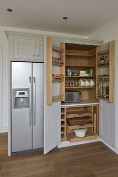 New kitchen furniture design modern projects Ideas Armoire Pantry, Kitchen Cabinet Storage, Kitchen Cupboards, Kitchen Pantry, New Kitchen, Storage Cabinets, Kitchen Armoire, Kitchen Organization, Home Decor Kitchen