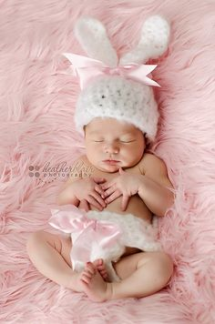queenbee1924:  (via Baby Bunny hat and diaper cover set w/ pink bow — Newborn Ph…)