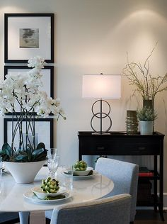 Simple #homestaging with beautiful use of varying shapes and textures. You probably don't eat whole artichokes for dinner, but we love how they add another layer of complexity and color to this room. #homeinspiration
