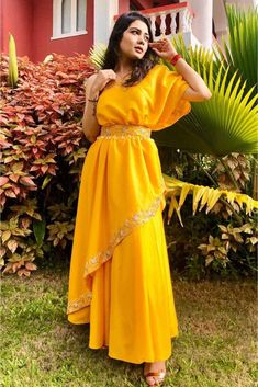 Lehenga Wedding, Satin Gown, Pleated Maxi, Indian Ethnic Wear, Bridal Looks, Looking Stunning, Indian Bridal, Satin Fabric, Gowns