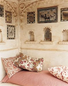 interior design, banquette, nook (cream and tea rose pale pink // color palette) Rooms Ideas, India Decor, Moroccan Bedroom, Indian Interiors, Deco Boheme, Moroccan Design, Ethnic Design, Apartment Design, Interiores Design