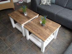 Landelijke salontafeltjes met vierkante balkjes als poten. Bovenblad van gebruikt steigerhout.