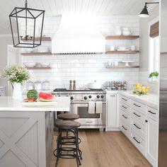 New Kitchen Design White Open Wood Shelves Ideas New Kitchen, Kitchen Dining, Kitchen Decor, Kitchen Ideas, Design Kitchen, Modern Farmhouse Kitchens, Home Kitchens, Country Kitchens, Farmhouse Design