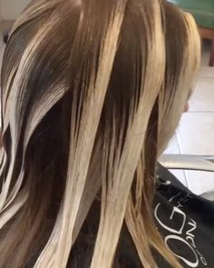 "Gefällt 4,442 Mal, 53 Kommentare - Balayage + Business Training (@mastersofbalayage) auf Instagram: ""Repost @kellymassiashair ・・・ PLACEMENT... surface paint saturating through only at the ends. Gloss…"""