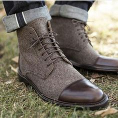 Meet the Jack Boot in Brown. This boot has quickly become our signature product. The calfskin inner-lining helps support and add structure to the 100% wool upper. The sleek, decorative pull tab keeps