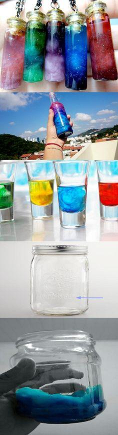 Zobacz zdjęcie świetne prawda? :)macie tu opis jak zrobić coś takiego samemu. Materiały: przezroczysty słoik lub butelka z nakrętką, waciki bawełniane, brokat, woda, barwniki spożywcze lub do tkanin (zwykle różowe i niebieskie są najlepsze ale możenie użyć innych kolorów), jakiś cienki patyczek do mieszania. Wykonanie:  Weź słoik, upewnij się, że jest czysty i napełnij go wodą mniej niż do połowy (jak na obrazku) dodaj barwnik i wymieszaj go z wodą. Potem dorzuć waciki (ilość w zależności od…
