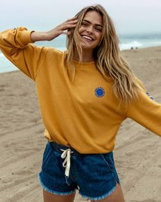 Beachy Outfits Discover Coast Line Denim Short Kurtis Online India, Surfergirl Style, Surfer Girl Outfits, Surfer Girl Clothes, Stylish Outfits, Cute Outfits, Beautiful Outfits, Girly Outfits, Short Outfits