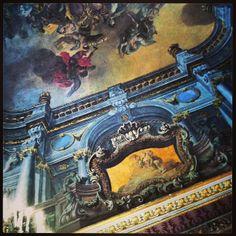 Il Palazzo Reale di Napoli è una delle quattro residenze usate dalla casa reale dei Borbone di Napoli durante il Regno delle Due Sicilie.