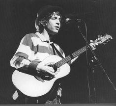La prima chitarra del mitico Rino Gaetano fu proprio una Eko, marca che lo accompagnerà su tutti i palchi d'Italia