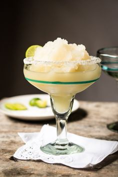 7 Keto-Friendly and Low-Carb Cocktails You Need for Summer This keto-friendly and paleo-approved frozen margarita tastes as good as it looks. The recipe calls for a blender and a lot of ice to give this margarita its frothy, almost creamy texture. Frozen Margaritas, Frozen Cocktails, Low Carb Cocktails, Mexican Cocktails, Low Carb Keto, Low Carb Recipes, Keto Foods, Health Foods, Recipes
