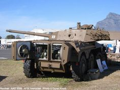 Rooikat - South African military reconnaissance vehicle, often classified as a tank fighter. Military Gear, Military Weapons, Military Equipment, Army Vehicles, Armored Vehicles, South African Air Force, Army Day, Tank Armor, Armored Fighting Vehicle