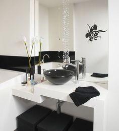 <p>Mała łazienka nie musi być problemem przy aranżacji wnętrz. Co warto wiedzieć, zastanawiając się jak urządzić małą łazienkę