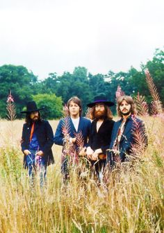 babeimgonnaleaveu:   The Beatles final photo session at John's House, August 22, 1969.