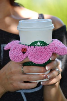 Crochet Flower Coffee Cozy...take this to Starbucks and use it...I dare ya.  NO, not for Smoo's drink, for YOURS.