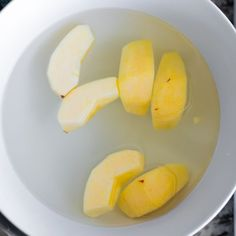 How to Freeze Apples (the EASIEST method) | Sweet Peas & Saffron Frozen Rhubarb Recipes, Freeze Rhubarb, Fresh Apples, Fresh Fruit, Freezing Apples, Apple Slices, Baked Goods, Meal Prep, Sweet Peas