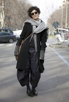 Plaid Comme des Garcons baggy trousers __ Photo by Phil Oh/streetpeeper she looks like she is going on an adventure Looks Style, Looks Cool, Style Me, Boho Outfits, Winter Outfits, Fashion Outfits, Trendy Fashion, Boho Fashion, Winter Fashion
