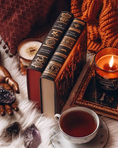 Autumn Aesthetic, Brown Aesthetic, Winter Coffee, Autumn Cozy, Fall Wallpaper, Coffee And Books, Autumn Photography, Book Shelves, Bookstagram
