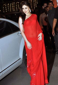 Sizzling Indian Film Actress Kareena Kapoor Khan Got Captured During An Events IN Red Saree - She Were Looking So Hot IN Sleeve Less Blouse. Bollywood Outfits, Bollywood Actress Hot Photos, Bollywood Celebrities, Bollywood Fashion, Actress Pics, Beautiful Saree, Beautiful Indian Actress, Beautiful Actresses, Beautiful Women