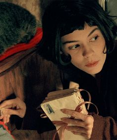 Screencap from the 2001 film 'Amelie' starring Audrey Tautou Love Story Movie, 3 Movie, Movie Shots, Movie Scene, Audrey Tautou, Great Films, Good Movies, Akira, 10 Film
