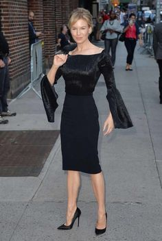 Renee Zellweger Looks Witchy-Good - Go Fug Yourself She's A Lady, Elegant Sophisticated, Renee Zellweger, Red Carpet Looks, Celebs, Celebrities, Royal Fashion, Daily Look, Aesthetic Fashion