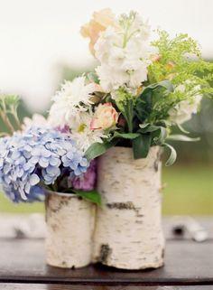 decoration-tronc-bouleau-vases-bouquets-hortensias-fleurs-blanches-crème