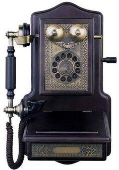 Vintage phones, vintage telephone, telephone booth, victorian trading com. Telephone Retro, Retro Phone, Telephone Booth, Radios, Painting Wooden Furniture, Antique Furniture, Modern Furniture, Colonial Furniture, Rustic Furniture