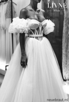 From Marriages to Mars: Alon Livné's Epic Fashion Odyssey — Featuring Livné White 2019 Wedding Dresses Alon Livne White Fall 2019 Bridal Wedding Dress // off the shoulder sweetheart neckline bustier sophiscated modern ball gown a line wedding dress mv Bridal Wedding Dresses, Dream Wedding Dresses, Unique Wedding Gowns, Luxury Wedding, Ball Dresses, Ball Gowns, Corset Dresses, Tulle Ball Gown, Pretty Dresses
