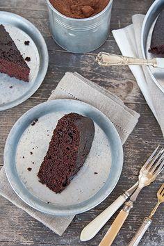 torta light al cioccolato senza burro, senza uova, senza latte e senza lievito.