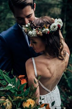 The bold bloom in this flower crown and bridal bouquet are beautifully bohemian | Image by Beginning and End Photography