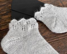 Felt Crafts, Diy And Crafts, How To Purl Knit, Textiles, Knitting Socks, Mittens, Ravelry, Knitting Patterns, Knit Crochet