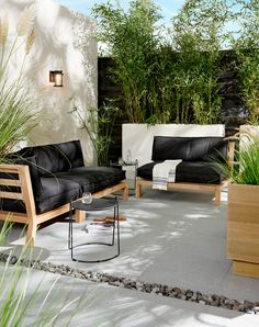 50 Backyard Landscaping Ideas that Will Make You Feel at Home - The Trending House Small Patio Furniture, Rattan Garden Furniture, Patio Furniture Covers, Outdoor Furniture Sets, Furniture Design, Rustic Furniture, Lounge Furniture, Furniture Projects, Antique Furniture