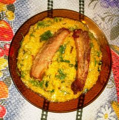 Gastronomia de Minas Gerais, Brazil - Pesquisa Google Quirera com costelinha de porco frita.