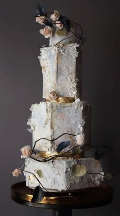Pretty Wedding Cakes, Amazing Wedding Cakes, White Wedding Cakes, Unique Wedding Cakes, Wedding Cakes With Flowers, Wedding Cake Designs, Flower Cakes, Purple Wedding, Gold Wedding