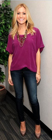 Raspberry colored shirt, skinny jeans, heals. Effortless, yet looks so classy.