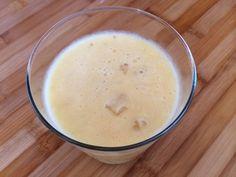 Smoothie de plátano, naranja, coco