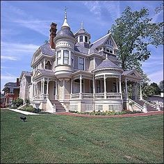 Victorian architecture – Home - architecture house Victorian Architecture, Beautiful Architecture, Beautiful Buildings, Beautiful Homes, Victorian Style Homes, Victorian Life, Victorian Houses, Victorian Homes Exterior, Victorian Decor