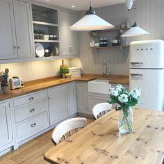 designs for cottage kitchens Home Decor Kitchen, Kitchen Interior, New Kitchen, Kitchen Dining, Wood Worktop Kitchen, Kitchen Ideas, Dining Room, Cottage Kitchens, Home Kitchens