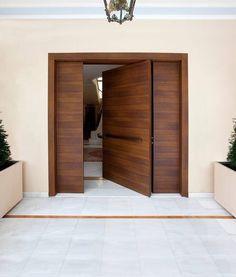 CASA TRÈS CHIC: PORTAS Modern Entrance Door, Main Entrance Door Design, Modern Wooden Doors, Modern Exterior Doors, Contemporary Front Doors, Modern Door, House Entrance, Home Door Design, House Gate Design