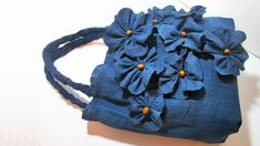 How to make jeans bag with your old jeans at home Beginner Sewing Patterns, Sewing For Beginners, Sewing Tutorials, Denim Bags From Jeans, How To Make Jeans, Blue Jean Purses, Diy Sac, Denim Handbags, Denim Crafts