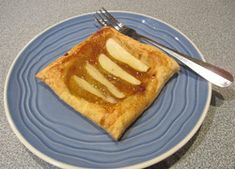 Quick and Easy Pear Tart Recipe Christmas Biscotti Recipe, Pear Tart, Almond Bread, Something Sweet, Bread Recipes, Easy, Sweet Tooth, Yummy Food, Snacks