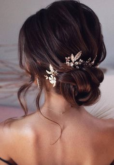 98 Wedding Hairstyles For Brides: brown hair; updo hairstyles for wedding; curl wedding hairstyles for long hair; wedding hair flowers; #wedding; #weddinghairstyles; #bride; #bridalhairstyle; #makeup; #weddingmakeup; #bridal; #bridalmakeup;