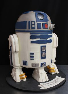 R2D2 cake med by Amanda Oakleaf Cakes, via Flickr