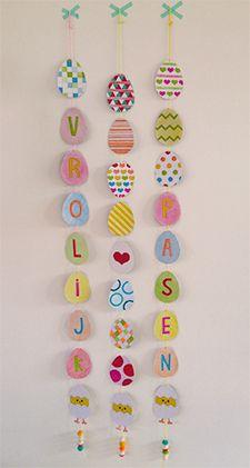 Maak zelf deze slinger met 'Vrolijk Pasen'! Gratis download   ©Papiergoed