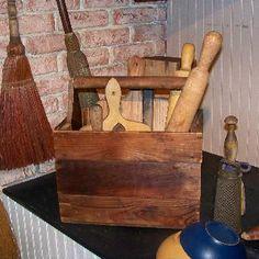 oggetti legno cucinaSheepscot River Primitives - Old wood tote box