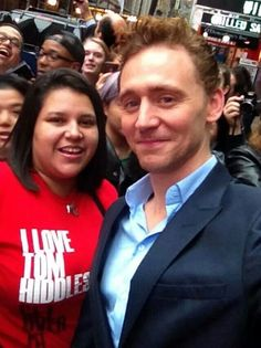 My friend, Isabel, met Tom in NYC this morning!!! Damn you, ninjas cutting onions making me cry. ;)