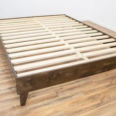 Modern Furniture and Decor for your Home and Office Wood Pallet Beds, Diy Pallet Bed, Diy Pallet Projects, Pallet Crafts, Pallet Furniture, Pallet Ideas, Wood Projects, Pallet Patio, Pipe Furniture