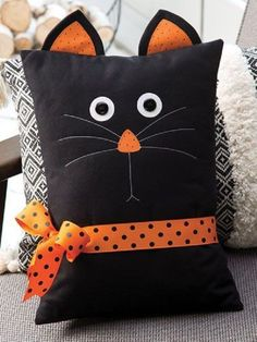 Black Cat Pillow Pattern This pillow makes a quick and easy decoration for the season, and it's fun too. This pattern was originally published in the autumn 2018 issue of Quilter's World magazine. Finised size is x excluding ears. Sewing Patterns Free, Free Sewing, Pattern Sewing, Cat Pattern, Pattern Ideas, Black Pattern, Free Pattern, Sewing Hacks, Sewing Crafts