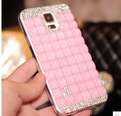 Stand out with this Fresh Note 4 Shining Rhinestone Crystal Case for Samsung GALAXY Note 4 / S5 sheltering your cell phone in a luxurious design that reflects your elegant lifestyle, without emptying your budget! This spectacular case features a bejeweled bag design which is surrounded wit floral details of rhinestones, pearls, and crystals for a stunning effect. The embedded sparkling stones adorn the surface including the edge, making it glitter splendidly.